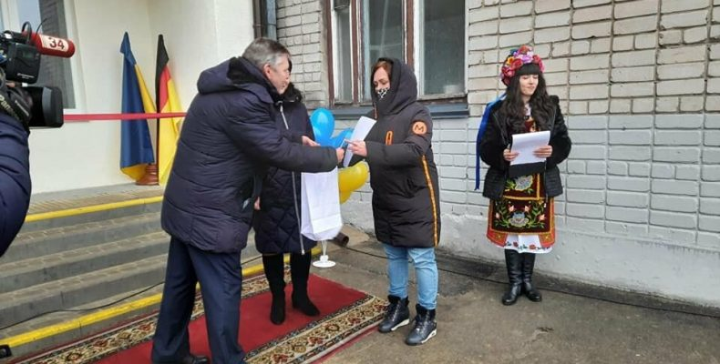 В Першотравенске Днепропетровской области переселенцы заселились в новое жилье: «В первый раз за семь лет была по-настоящему счастлива»