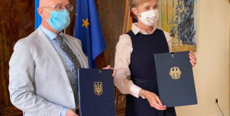 Украина и Германия подписали соглашение об обеспечении переселенцев жильем