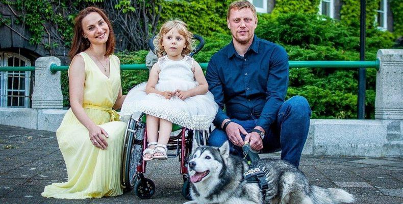 Переселенцы с Донбасса уехали в Польшу, чтобы спасти дочь с СМА. Как можно помочь другим детям